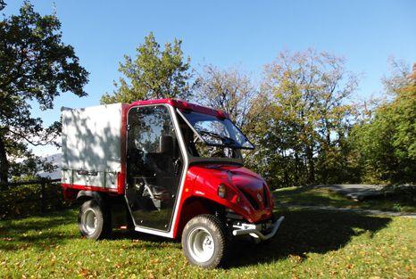 Camioneta eléctrica Alkè ATX en una villa en el Lago de Como