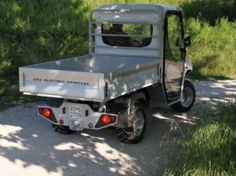 Vehiculos utilitarios electricos en caminos de tierra