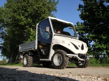 Vehiculos utilitarios electricos para trabajar en terrenos irregulares